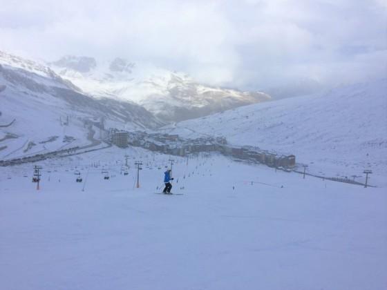 Esther skiing down to Pas de la Casa