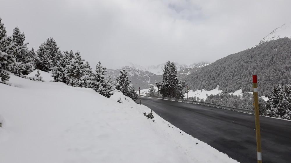 Grau Roig main road going towards Grau roig car park