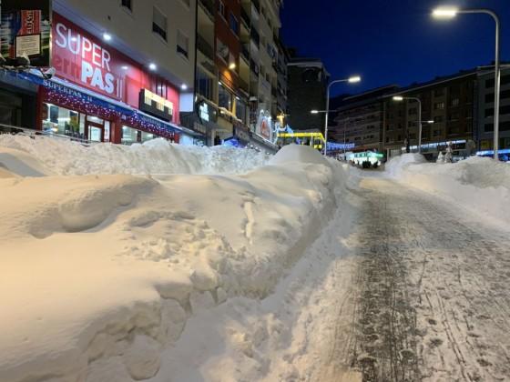 Snow piled on the streets of Pas de la Casa