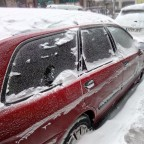 Snowy car in Pas