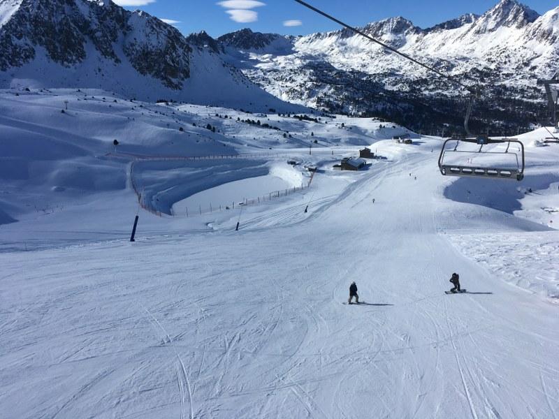 The slope Pala Nova in Grau