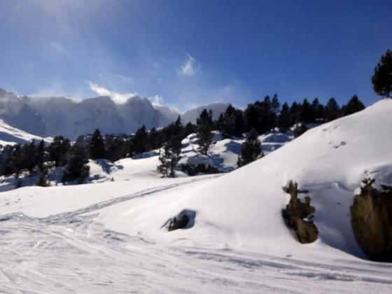 Skiing down in to Grau Roig