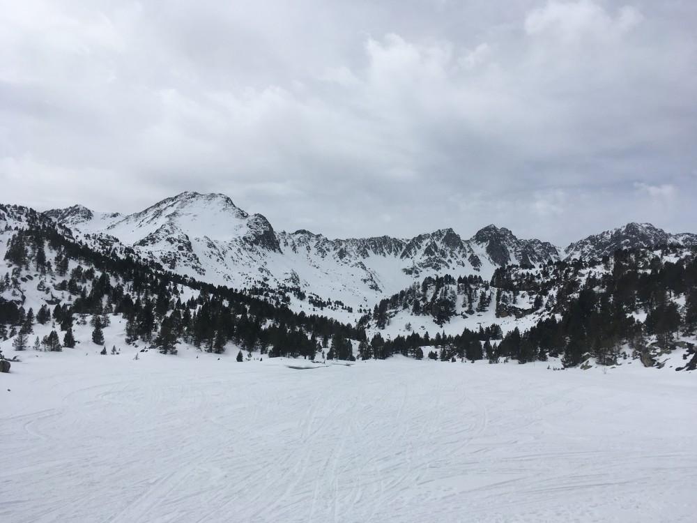 Pessons frozen lake